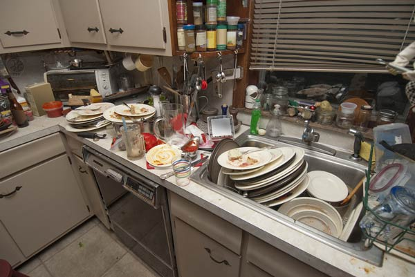 A picture of dirty dishes.
